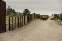 Les Etats-Unis encadrent le mur avec le Mexique Photographie stock libre de droits