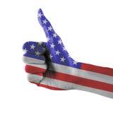 Les Etats-Unis ou les Etats-Unis ou la main peinte de drapeau américain montrant des pouces se connectent le fond blanc d'isoleme Photographie stock
