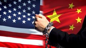 Les Etats-Unis sanctionnent la Chine, le conflit de bras, politique ou économique enchaîné photographie stock libre de droits