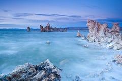 LES Etats-Unis - Tufs au lac mono photos stock