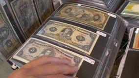 Les Etats-Unis un et deux dollars banque de vidéos