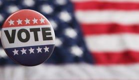 Les Etats-Unis votant le Pin sur le drapeau image stock