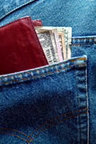 Les factures de dollar US Dans des jeans desserrent la poche Photos stock