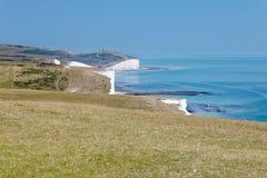 Les falaises de craie blanches en parc de pays de sept soeurs dans Photo libre de droits