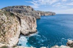 Les falaises de Dingli à Malte Image stock