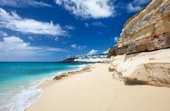 Plage de Cupecoy sur St Martin la Caraïbe images libres de droits