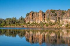 Les falaises rocailleuses de la gorge de Geikie Photographie stock
