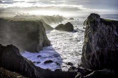 Les falaises s'approchent de la baie de Bodega images libres de droits