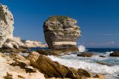 Les falaises s'approchent de la ville Bonifacio Photo libre de droits