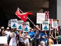 Les familles appartiennent ensemble rassemblement à Boston images libres de droits