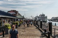 04 09 Les familles 2017 et les bateaux de vie quotidienne d'habitants de Boston le Massachusetts Etats-Unis ont amarré le long ce Images stock
