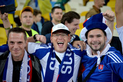 Les fans de l'équipe nationale de la Slovaquie célèbrent gagner le match Photographie stock libre de droits