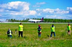 Les fans de tache tirent l'avion de lignes aériennes de Bruxelles à la tache traditionnelle officielle pour le photograp professi Image libre de droits