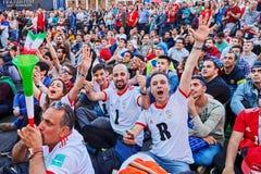Les fans iraniennes observant le match de football, la FIFA éventent le festival dans Russi Photos libres de droits