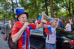 Les fans russes retourne du match de football, St Petersburg, Russie Image stock