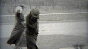 1938 : Les femmes à la mode arrivent en la voiture à la réunion intime ELYRIA, OHIO banque de vidéos