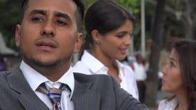 Les femmes admirent secrètement l'homme d'affaires banque de vidéos