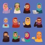 Les femmes adultes arabes religieuses musulmanes de vecteur dans le hijab islamique traditionnel s'habillent Filles arabes de ban illustration stock