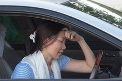 Les femmes asiatiques ont un mal de tête Photo stock