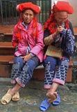 Les femmes cousent dans la rue, PA de SA, Vietnam Image stock
