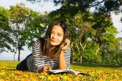 Les femmes de l'Asie et apprennent Image libre de droits