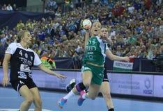 Les FEMMES EHF de HANDBALL SOUTIENT l'†FINAL «GYORI AUDI ETO kc de LIGUE contre CSM BUCURESTI Images stock