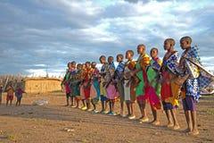 Les femmes et les enfants de Masaii Image stock