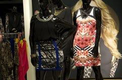 Les femmes façonnent au magasin Images stock