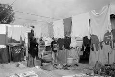 Les femmes lavent leurs vêtements Photographie stock
