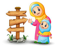 Les femmes musulmanes tiennent sa tête de fille avec le signe en bois vide de flèche illustration de vecteur