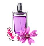 Les femmes parfument en belle bouteille et fleurs roses Image stock