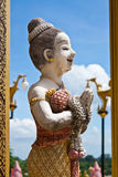 Les femmes thaïes de nounours sont les mains de nettoyage respectées prient Photo stock