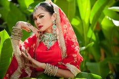 Les femmes thaïlandaises exécutent des danses d'Inde dans des costumes historiques Images stock