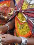 Les femmes tribales de Bonda offrent leurs métiers fabriqués à la main Images libres de droits