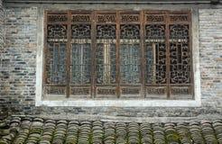 Les fenêtres de la maison antique à la ville de Fenghuang dans Hunan, Chine photo stock