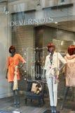 Les fenêtres de Devernois stockent des vêtements de plongeurs et le duri drôle d'accessoires Images libres de droits