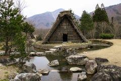 Les fermes traditionnelles c?l?bres de gassho-zukuri Shirakawa-vont dedans village, Japon photographie stock