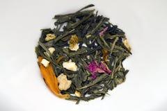Les feuilles de thé vertes sèchent Image stock