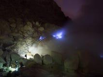 Les feux bleus de soufre, Mt Ijen, Indonésie Photos libres de droits