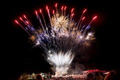Les feux d'artifice éclatent aux célébrations du 4 juillet Images stock
