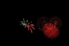 Les feux d'artifice abstraits allument le ciel foncé Images libres de droits