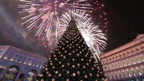 Les feux d'artifice au-dessus du Lubyanskaya Lubyanka ajustent le soir, Moscou, Russie banque de vidéos