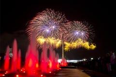 Les feux d'artifice en l'honneur de Victory Day sur 9 peuvent à Moscou Images libres de droits