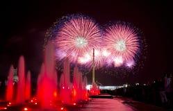 Les feux d'artifice en l'honneur de Victory Day sur 9 peuvent à Moscou Photographie stock libre de droits