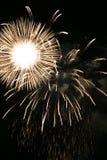 Les feux d'artifice EXPOSENT AU SOLEIL l'éclat Photo libre de droits