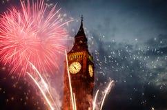 les feux d'artifice montrent autour de Big Ben Photos stock