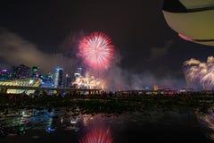 Les feux d'artifice montrent pendant la prévision 2014 du défilé de jour national (NDP) Photographie stock