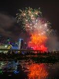 Les feux d'artifice montrent pendant la prévision 2014 du défilé de jour national (NDP) le 2 août 2014 Photo stock