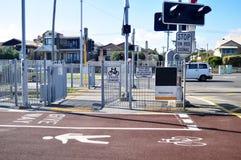 Les feux de signalisation signale avec la route du trafic à la route Mews à Perth, Australie photo libre de droits