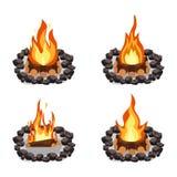 Les feux ont placé, brûlant le tas de bois et le rond des pierres, du feu de camp ou de la cheminée sur le bois de chauffage illustration stock